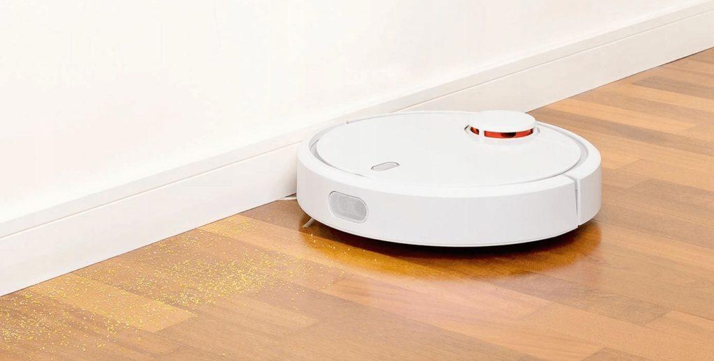 Робот-пылесос Xiaomi Mi Robot Vacuum Cleaner в режиме сухой уборки